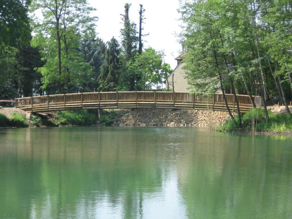 pont en bois passerelle bois construction passerelle bois pros bois. Black Bedroom Furniture Sets. Home Design Ideas